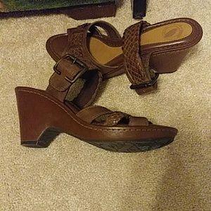 Like new Nurture leather sandas